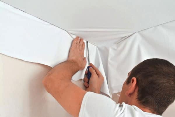 как натягивают натяжные потолки фото