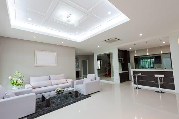 Натяжной потолок глянцевый в стиле хай-тек