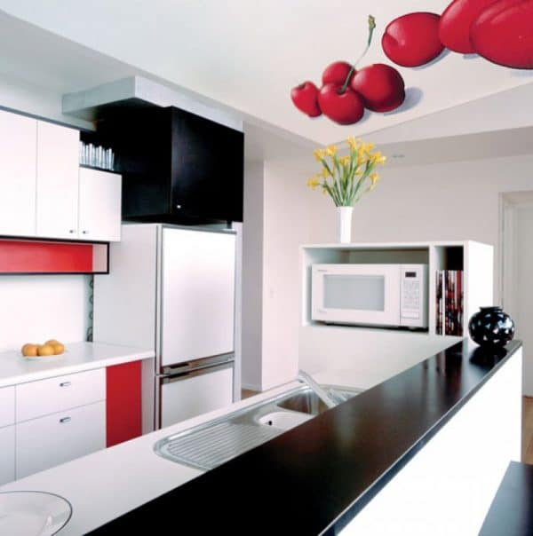 натяжной потолок на кухне с фотопечатью