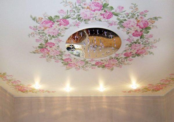 одноуровневые натяжные потолки в стиле этно