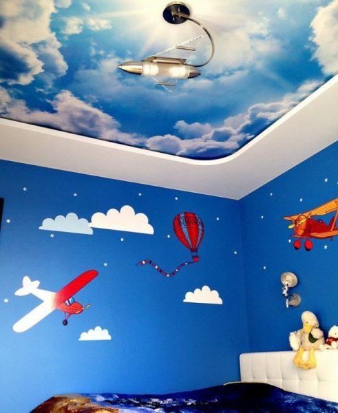 натяжной потолок для детской небо с облаками