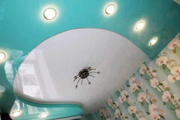 бесшовные сатиновые натяжные потолки
