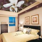 авангардный натяжной потолок в спальне