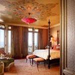 натяжной потолок в этническом стиле в спальне