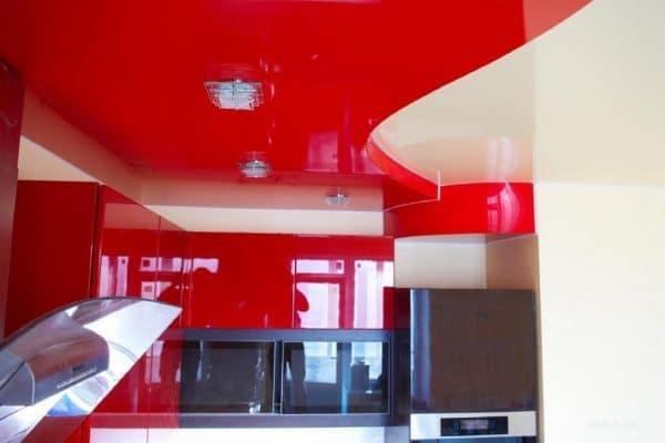 натяжной потолок красного цвета