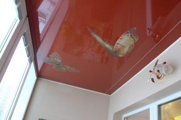 natyazhnoj-potolok-na-balkone-10
