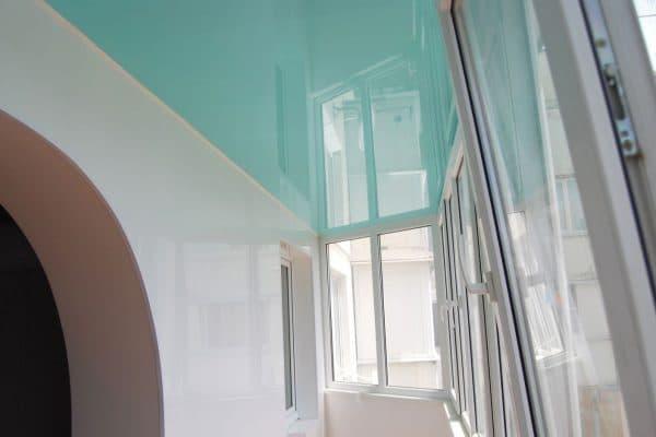 natyazhnoj-potolok-na-balkone-5