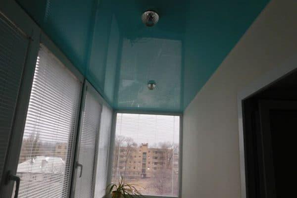 natyazhnoj-potolok-na-balkone-8