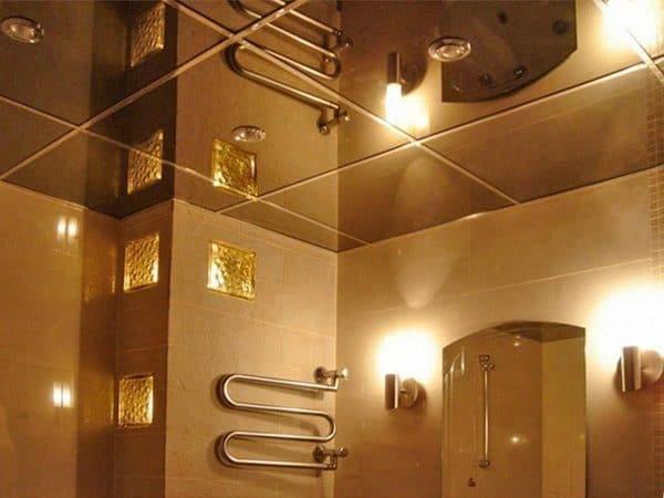 зеркальный натяжной потолок в ванной