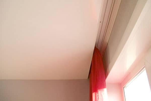 скрытая гардина к натяжному потолку