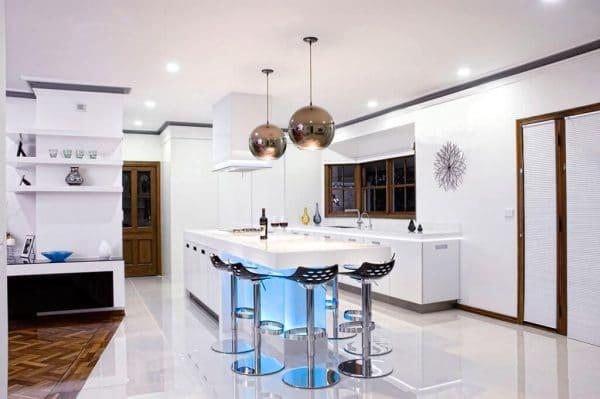 люстра в стиле хай-тек на кухне с натяжным потолком