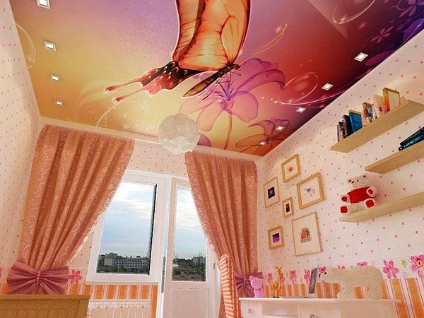 натяжной потолок с бабочками в детскую