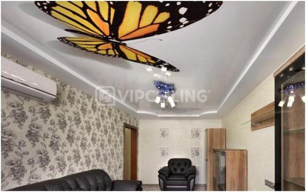 натяжной потолок с бабочками в гостиной