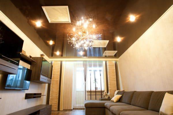 одноуровневый натяжной потолок в зале