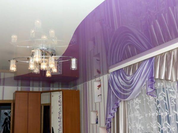 криволинейные натяжные потолки - двухцветный натяжной потолок в спальне