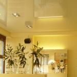 желтые натяжные потолки