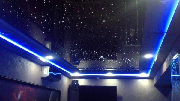 черный натяжной потолок галактика