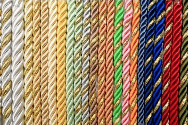 dekorativnyj-shnur-dlya-natyazhnogo-potolka