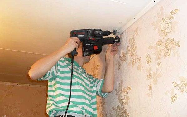 крепление багета к стене