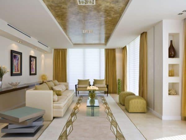 мраморные натяжные потолки в гостиной