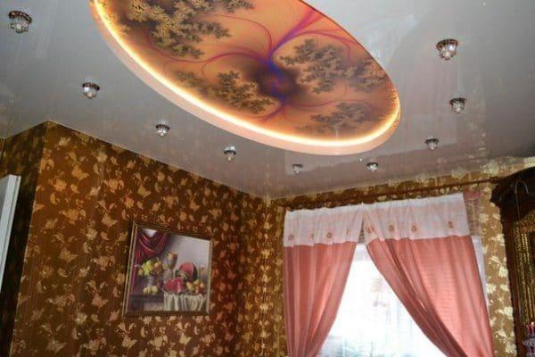 Фактурный овальный натяжной потолок