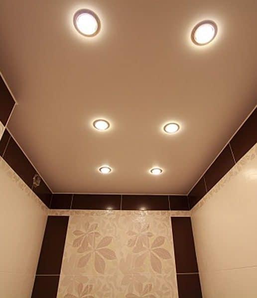 Матовый натяжной потолок в санузле