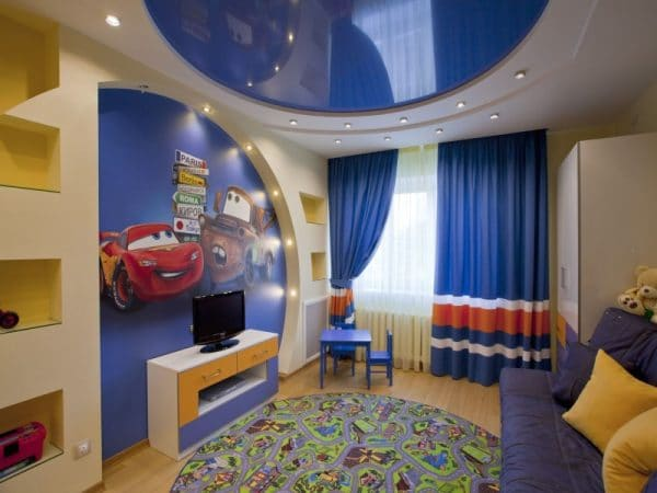 синий натяжной потолок в детской