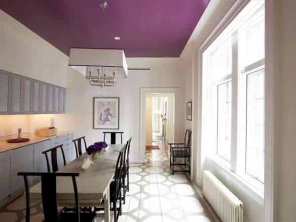 сатиновый натяжной потолок фиолетовый