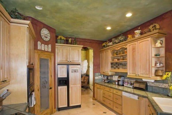 Натяжной потолок венецианская штукатурка на кухне