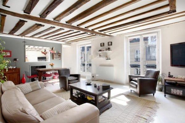 натяжной потолок с декоративными балками