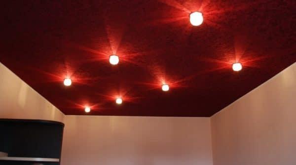 замшевый потолок в спальне